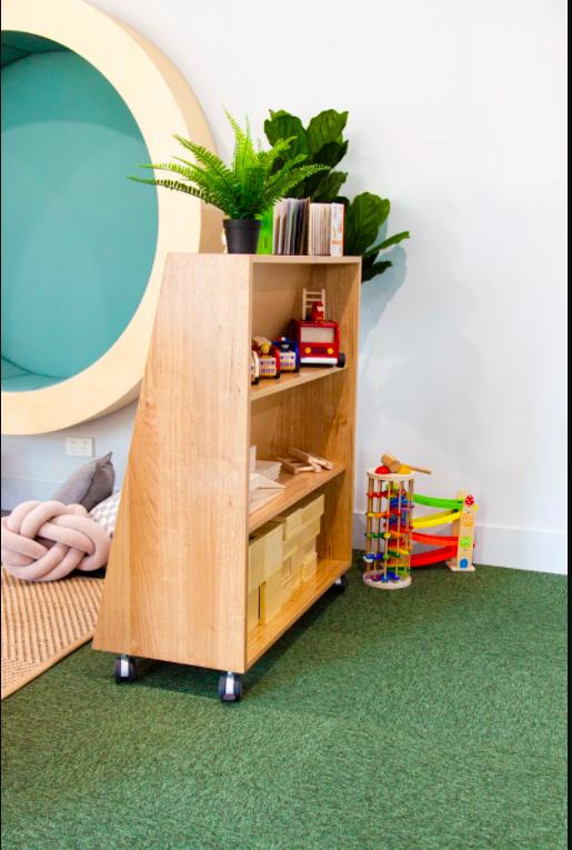 https://preschoolequipment.com.au/wp-content/uploads/2015/07/slopping-bookshelf-back-shelves.jpg