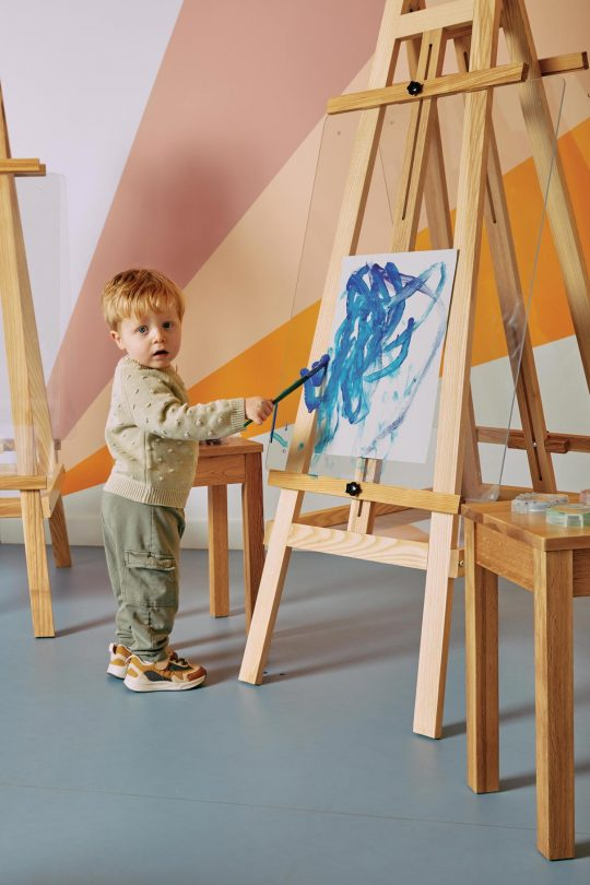 children's art and craft easel